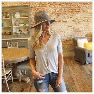 ✨RESTOCK ✨Heather gray V neck high low top